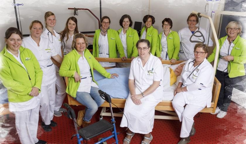 Het verzorgend team van Hart van Thornspic (Thuiszorg Doornspijk). (Foto: Henri van der Beek)