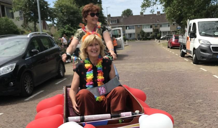 Juf Jose van Eijk op weg naar haar afscheidsfeest