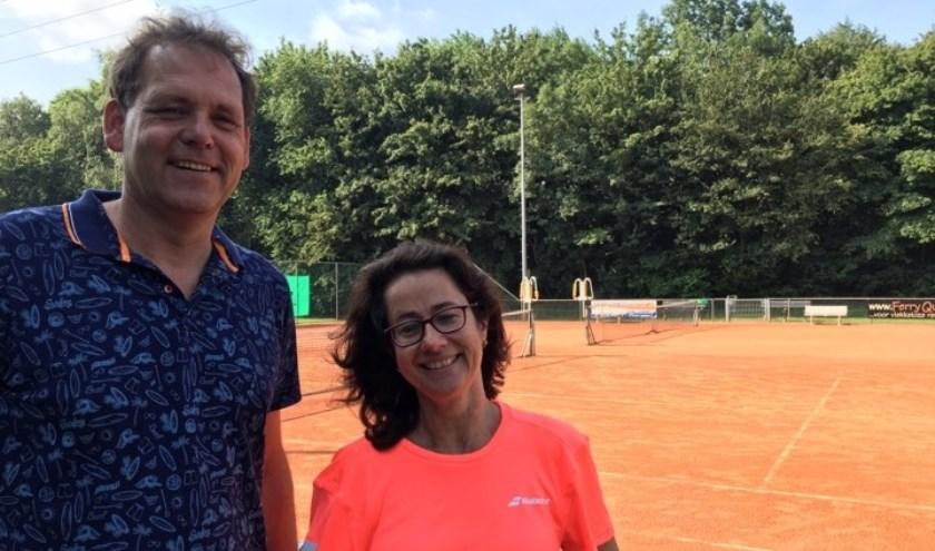 Peter Leendertse en Diana Vos op het sportpark van LTCM. Foto: Danny van der Linden