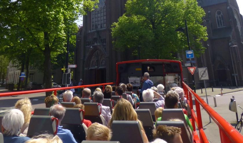 De Cabrio Tour rijdt een route langs een aantal markante plaatsen uit de tWeede Wereldoorlog.