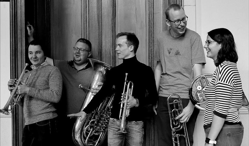 PentaQ bestaat uit Jens Verboven (trompet), Martijn Vincken (trompet), Amy Geurtjens (hoorn), Drik Vanmanshoven (trombone) en Maarten Peeters (tuba).