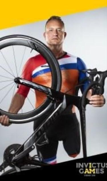Edwin werd steeds fanatieker met wielrennen en mountainbiken, waarbij hij trapt met één been. Zijn beperking werd zijn kracht: inmiddels was hij para-wielrenner op het Invictus topniveau.