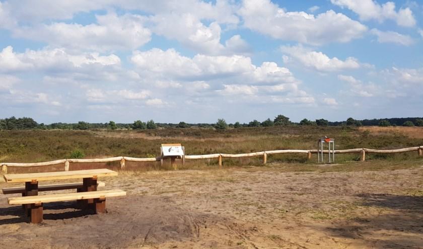 Mensen kunnen ook zelf een bankje aanschaffen in het Leenderbos.