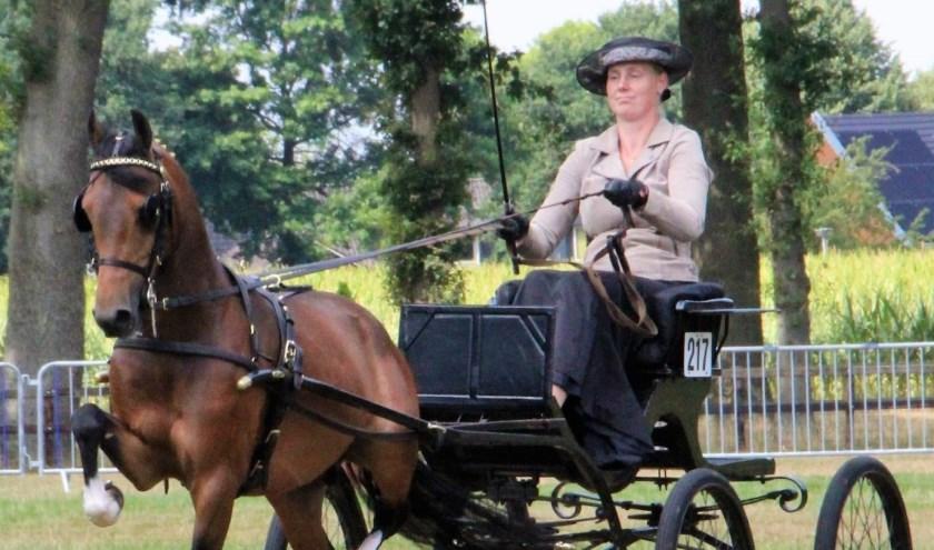 Inge Jansen met haar hackney