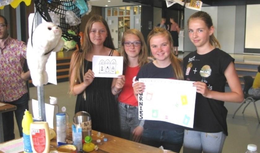 De presentatie over zwerfafval van Loïs, Lotte, Melanie en Sophie, oftewel de 'Burnies', sprong er duidelijk uit. (foto: pr)