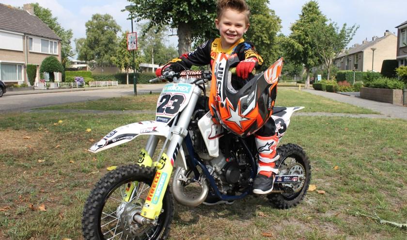 Lennox rijdt al enige jaren op een motor en verschijnt binnenkort aan de start bij het 24-Uurs Solexrace Festival. Foto: Wendy van Lijssel