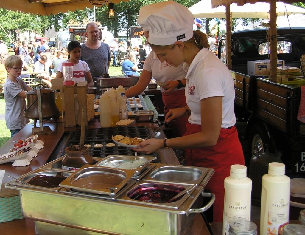 Het driedaagse eetfestival in het Worpplantsoen bracht de nodige smullers en smikkelaars op de been.  © Persgroep