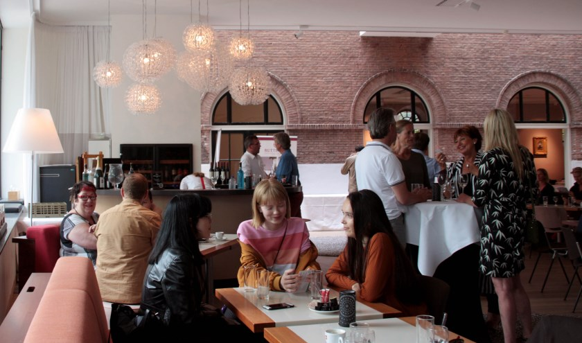De eerste laagdrempelige zondagmiddagborrel in de Wijnbar van Art & Dining. (foto: pr)