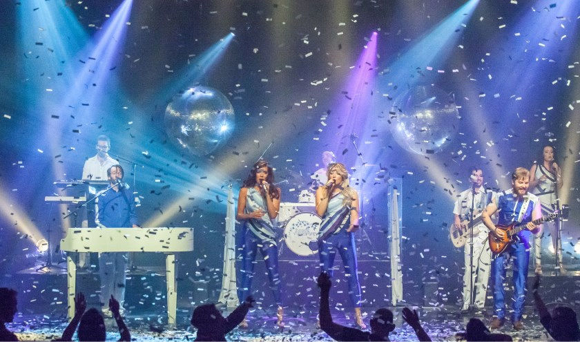 Dans en zing mee met je favoriete Abba hits op zaterdag 28 september bij 'Swing back into the 70's & Get the Abba Fever' in Theater De Hofnar.