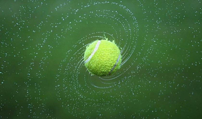 Mensen kunnen tot en met 18 augustus inschrijven via www.toernooi.nl. Behalve tennis, kunnen liefhebbers ook meedoen aan een potje padel. (Foto: Pixabay).