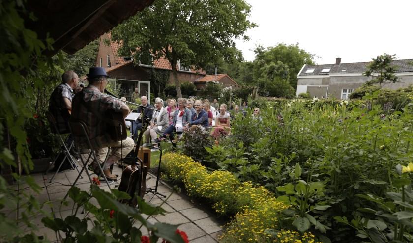 Meer dan zevenhonderdAmersfoorters hielpen deze dag mee om het tuinenfestival tot een succes te maken.