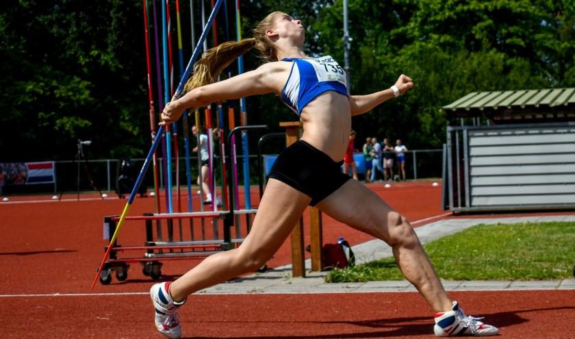 Marleen Baas werkte een spannend duel af met Danara Stoppels uit Groningen. De 14-jarige Baas kwam nipt te kort voor goud met een afstand van 46.58 meter tegen 47.12 meter voor Stoppels.