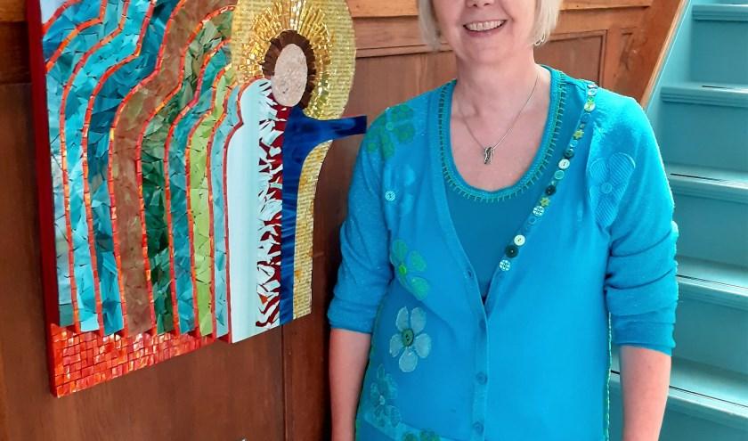 De iconen van Anne-Marie van der Wilt geven een verwijzing naar God en Jezus en het Licht en zijn ook vanuit de traditie altijd kleurrijk. FOTO: PR
