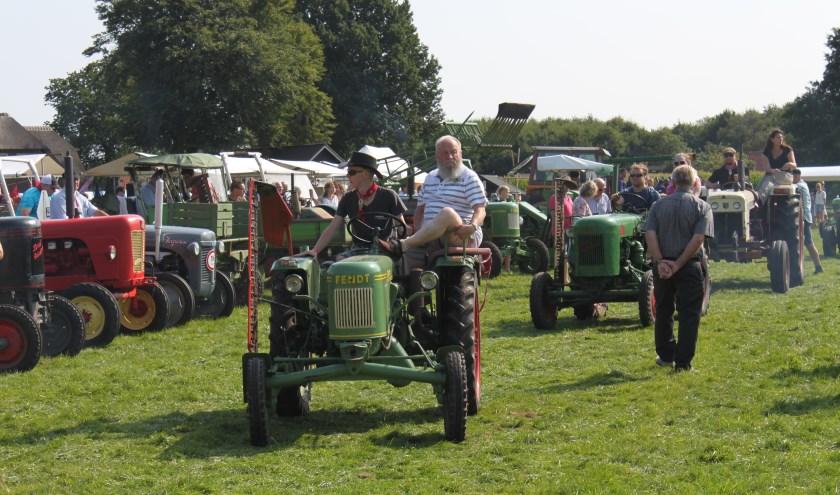 Ook dit jaar maakt een toertocht met oude tractoren onderdeel uit van Boer'ndag in Elspeet. (Foto: Ondernemend Elspeet)