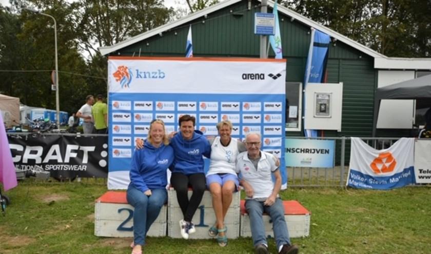 De succesvolle ZVVS afvaardiging op het NK Open Water, met (v.l.n.r.) Carla Groenhorst, Karin Stein, Irene van der Laan en Willem Putter.