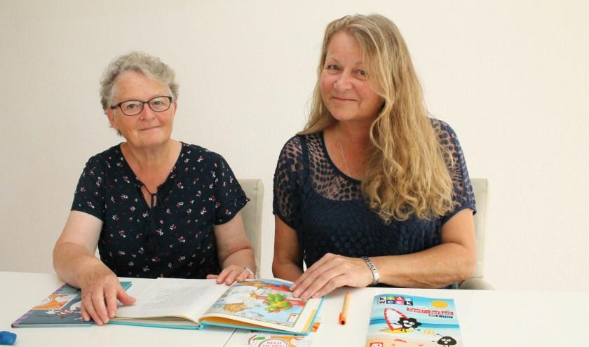 """Rosalinda Weezepoel en Marion de Putter: """"Het KinderZwerfboek is een doorgeefboek, het mag bij je logeren."""", FOTO: LEON JANSSENS.."""