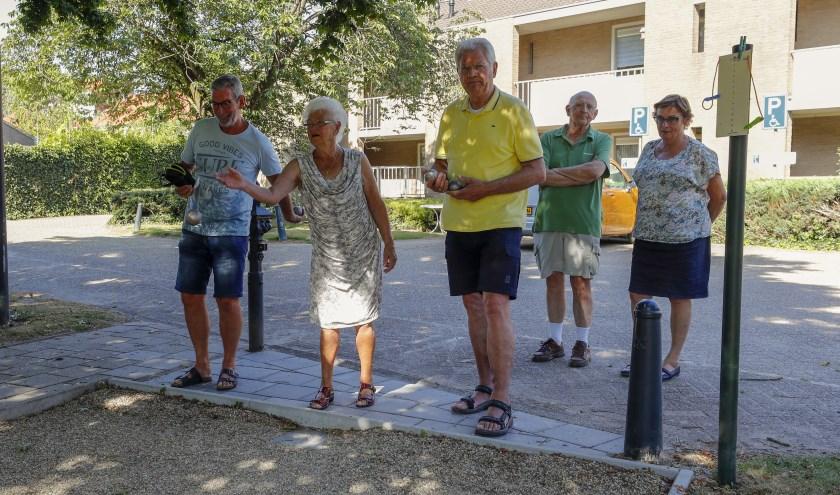 De ontmoetingsmiddag op zaterdag 17 augustus is tevens de dag van de officiële opening van 2 extra jeu de boulesbanen die de KBO door middel van crowdfunding heeft kunnen aanleggen. FOTO: Bert Jansen.