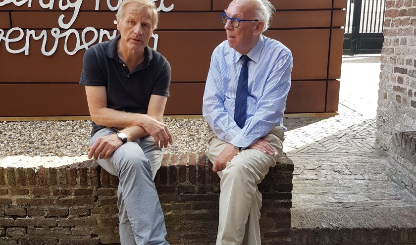 Willem van Norel (l.) en Maarten Seijbel geven elk in het Nationaal Orgelmuseum een lezing over de historie van Elburg.(Foto: Wilma Seijbel)