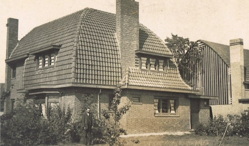 Gerda Hoeve Tinus voor het huis. Foto: Familie Veraart.