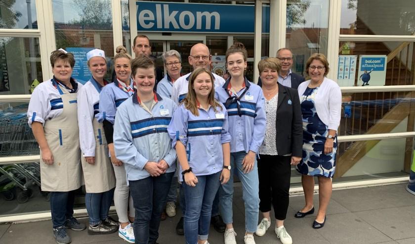 Teus en Carola Slingerland van Albert Heijn Lekkerkerk en hun medewerkers nodigen iedereen uit voor de heropening van hun winkel op donderdag 5 september.