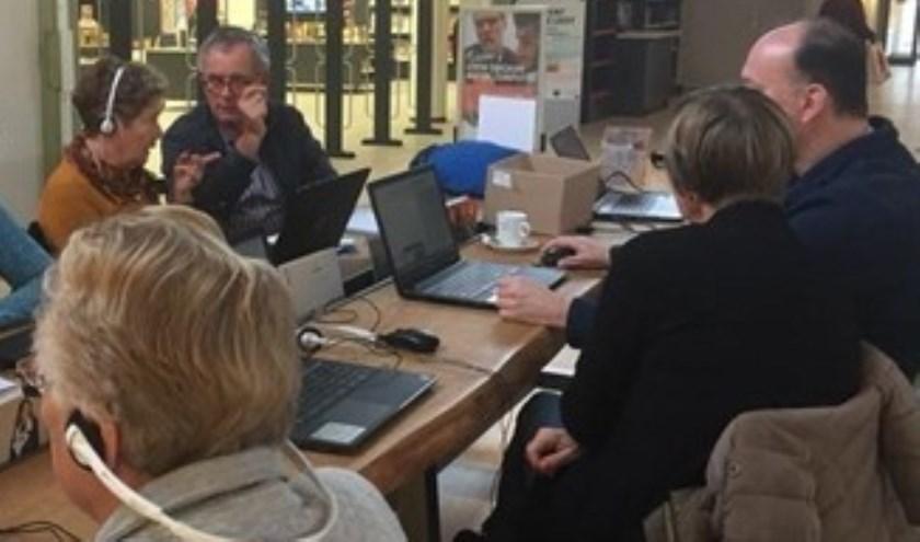 Leren op de computer in Bibliotheek Krimpen aan den IJssel.