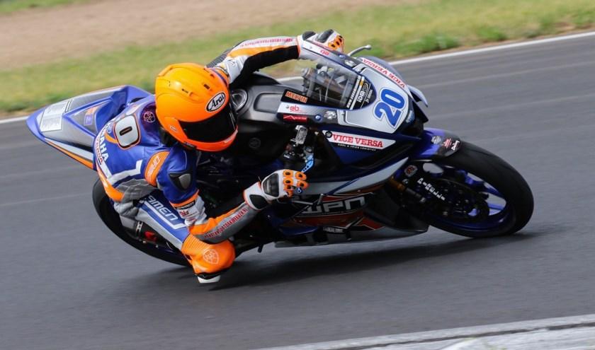 Melvin van der Voort in actie op het circuit van Most