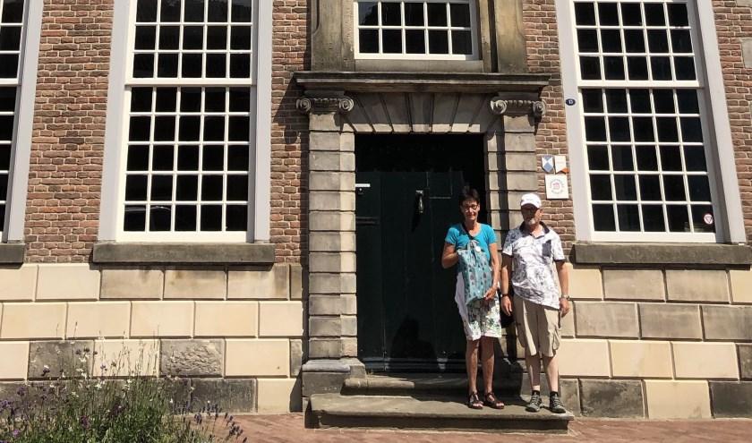 Bettie en Johan Lautenbach zijn zeer te spreken over Oldenzaal vanwege de historie en de unieke winkels.