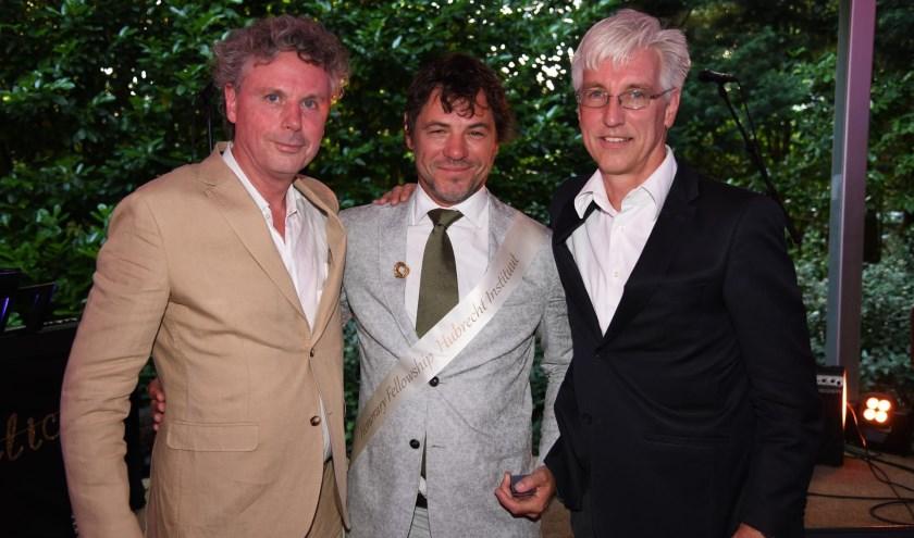 Maarten de Gruyter (midden) is door het Hubrecht Instituut onderscheiden met het Honorary Fellowship. Hij wordt geflankeerd door directeur Paul Bouter van de Vrienden van het Hubrecht Instituut (links) en Eelco de Koning, lid van de Wetenschappelijke Raad van stichting DON.