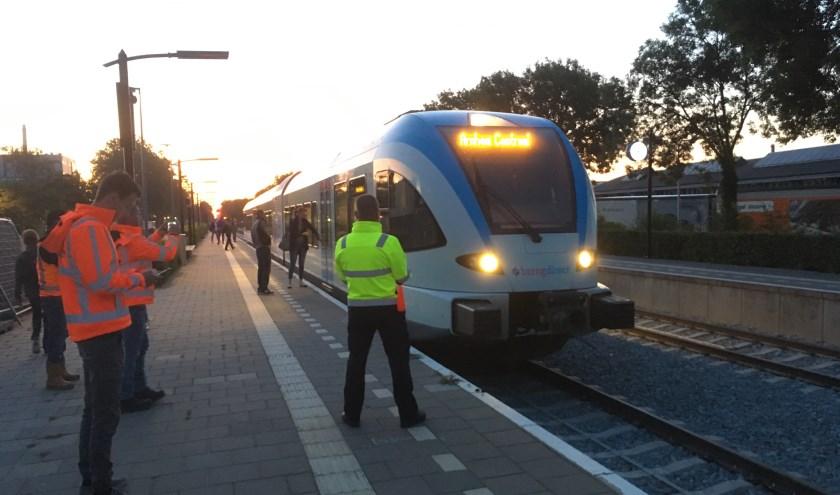 Stipt op tijd reed de trein op maandagmorgen het Didamse station binnen.