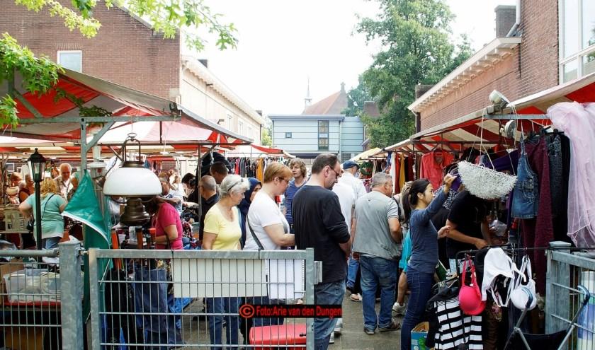 Jaarlijkse markt in de Graafsewijk Noord in Den Bosch.