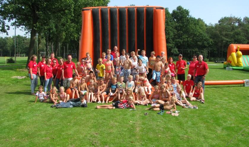 Een vrolijke groep van VakantieKomité Heeze. Kinderen kunnen zich nog per dag inschrijven www.vakantiekomiteheeze.nl