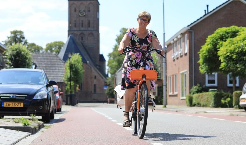 """Dianne op pad als wijkverpleegkundige. """"Meestal zijn we met de auto, het werkgebied is zo groot!"""" (foto: Feikje Breimer)"""