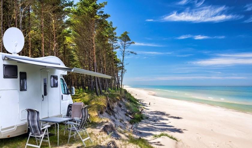 Televisiekijken in de camper mag dan wel onverminderd populair zijn, maar wie op een plek als deze staat heeft toch geen televisie nodig? FOTO: NKC
