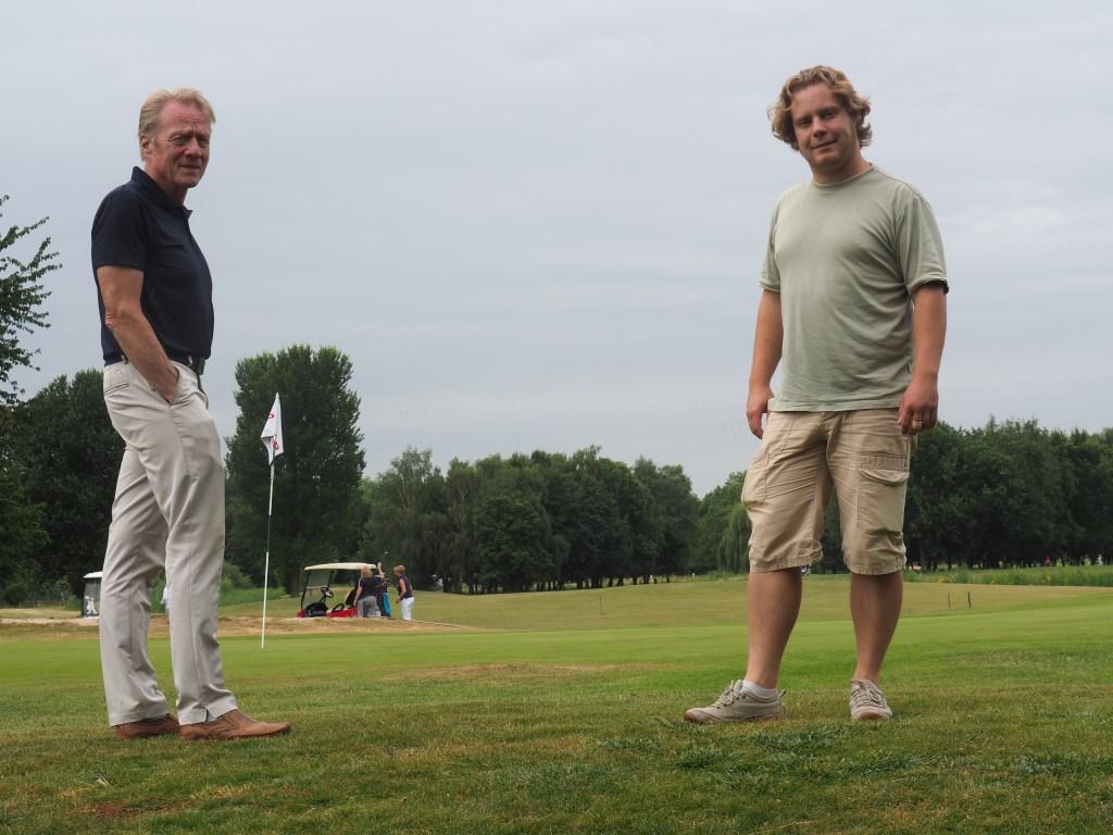 Harrie Besselink (links) en Nick Hofland op Golfbaan Welderen. Foto: Ellen Klaasse-Derks © Persgroep