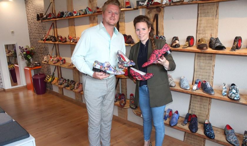 Michael en Casandra, eigenaren van 'Shoelia', zijn onlangs verkozen tot beste schoenenzaak van Nederland. (Foto: Henk Jansen)
