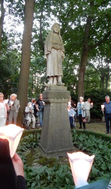 De Mariaviering begint op donderdag 15 augustus om 20.00 uur in de parochiekerk van Mariahout.