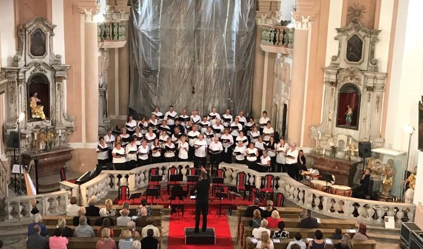 Van 13 tot en 20 juli gaf CMD verschillende concerten inde regio Karlovy Vary in het noordwesten van Bo-hemen. Op zondag 25 augustus brengen ze in Bavel nog één keer hun programma. FOTO: PIETER ZWAANS