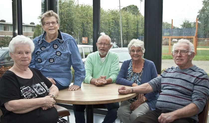 Leden van de Activiteitencommissie Hatert bijeen. In het midden Piet Schiltmans. (Foto: eppink.fotoproducties.nl)