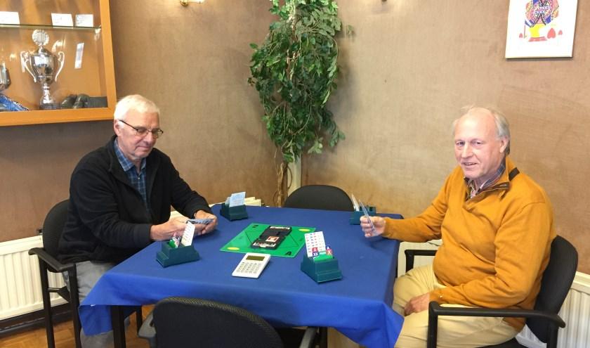 Pem Kubbe (links) en Frans van Grafhorst (rechts) van Denksportcentrum Papendrecht (foto: Nanda van Heteren)