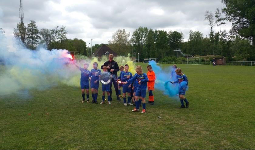 Vroomshoopse Boys hoopt zaterdag op veel steun. Bijvoorbeeld van JO11-3, dat kampioen werd. Foto: Bert Kempers