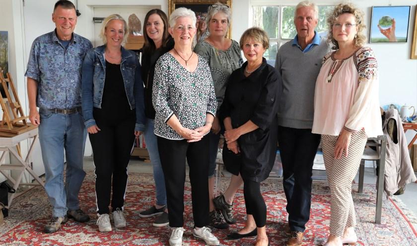V.l.n.r.: Rob van de Bor, Marjan Jansen-van Meijeren, Karin van Veldhuisen, Marianne van Voorthuisen, Hennie Blaauwendraat, Joanneke Prins-Greep, Peter de Heij en Marlène Stevers
