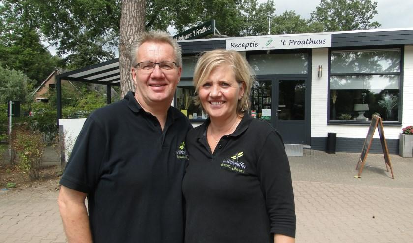 Berry en Konni Verhoogt voor 't Praithuus op camping De Waterjuffer in Harfsen. (Foto: Leo Polhuys)