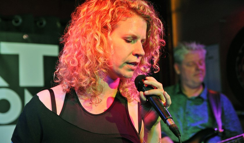 zangeres Petra ter Denge van Fat Bottom Blues
