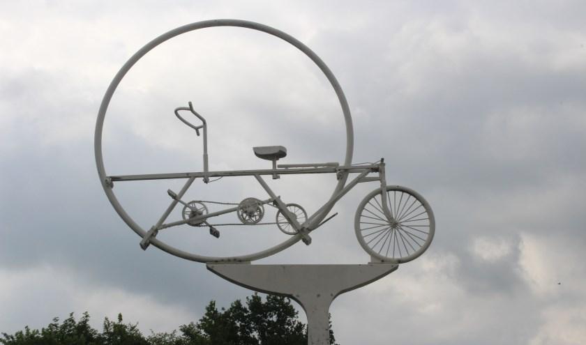 'Deze vakantiefoto van een fietswindwijzer is gemaakt tijdens onze fietstocht in Arcen'. Ingezonden door Peter van Loon uit Vlijmen.