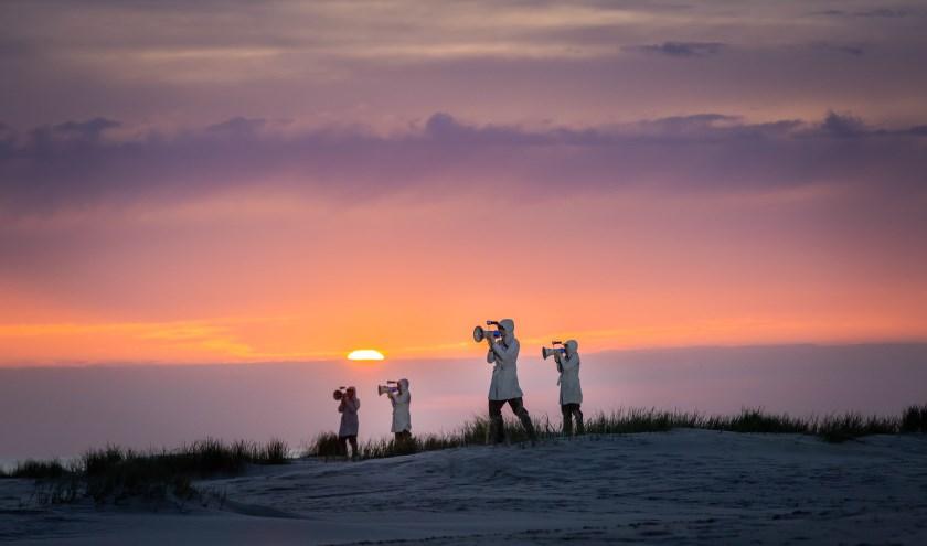 Kunstenaarsduo Strijbos & Van Rijswijk brengtna de geslaagde compositie 'Signaal aan Zee' op Terschelling vorig jaar hun openlucht voorstelling naar Brabant onder de titel 'Signaal bij Haanwijk'.