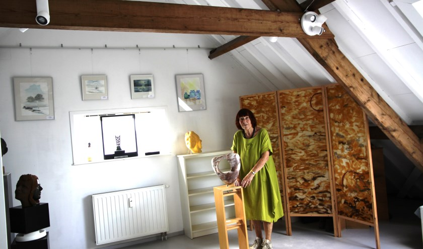 Willemien in het atelier.