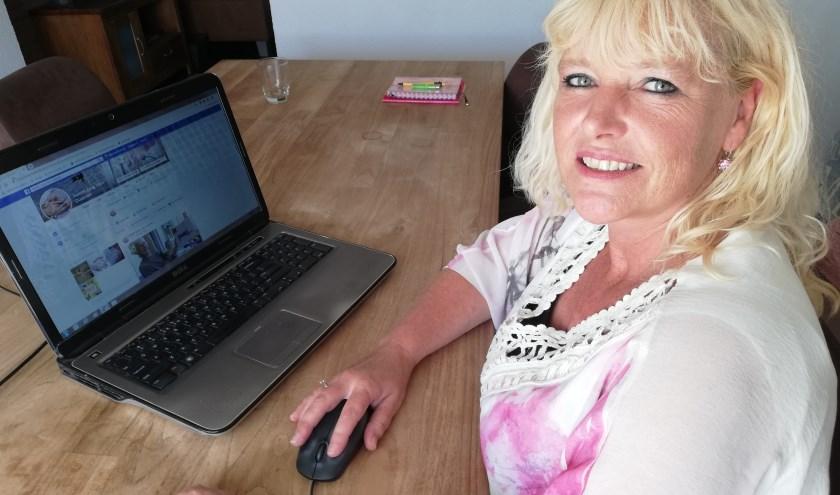 Nancy den Broeder zet haar Facebookpagina vol met tips voor ouderen om anderen te motiveren daar iets mee te doen. Foto: Conny den Heijer