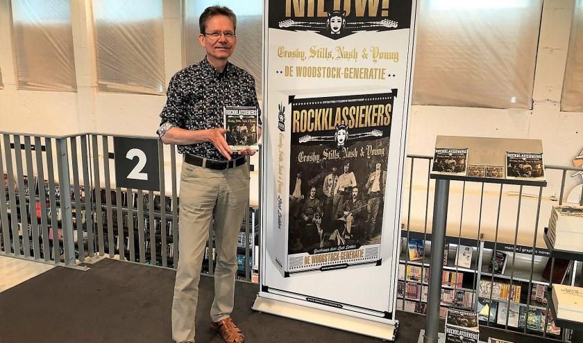 Loek Dekker doet de jaren zestig en zeventig van de vorige eeuw herleven met zijn biografie over de befaamde band Crosby, Stills, Nash & Young.