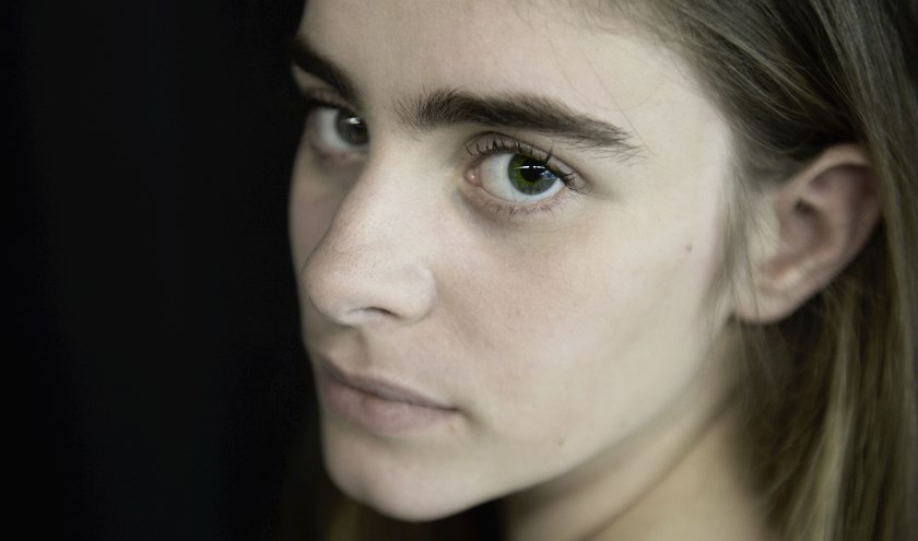 Dit is Ruth. Zij weet het zeker en heeft zich opgegeven om mee te spelen in 'Orpheus: durf jij om te kijken?' Foto: Annina Romita