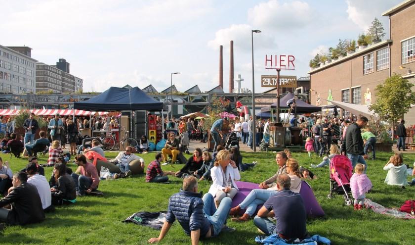 Foto van een eerdere editie van de FeelGood Market op Strijp-S. Zondag 18 augustus is 't weer zover.